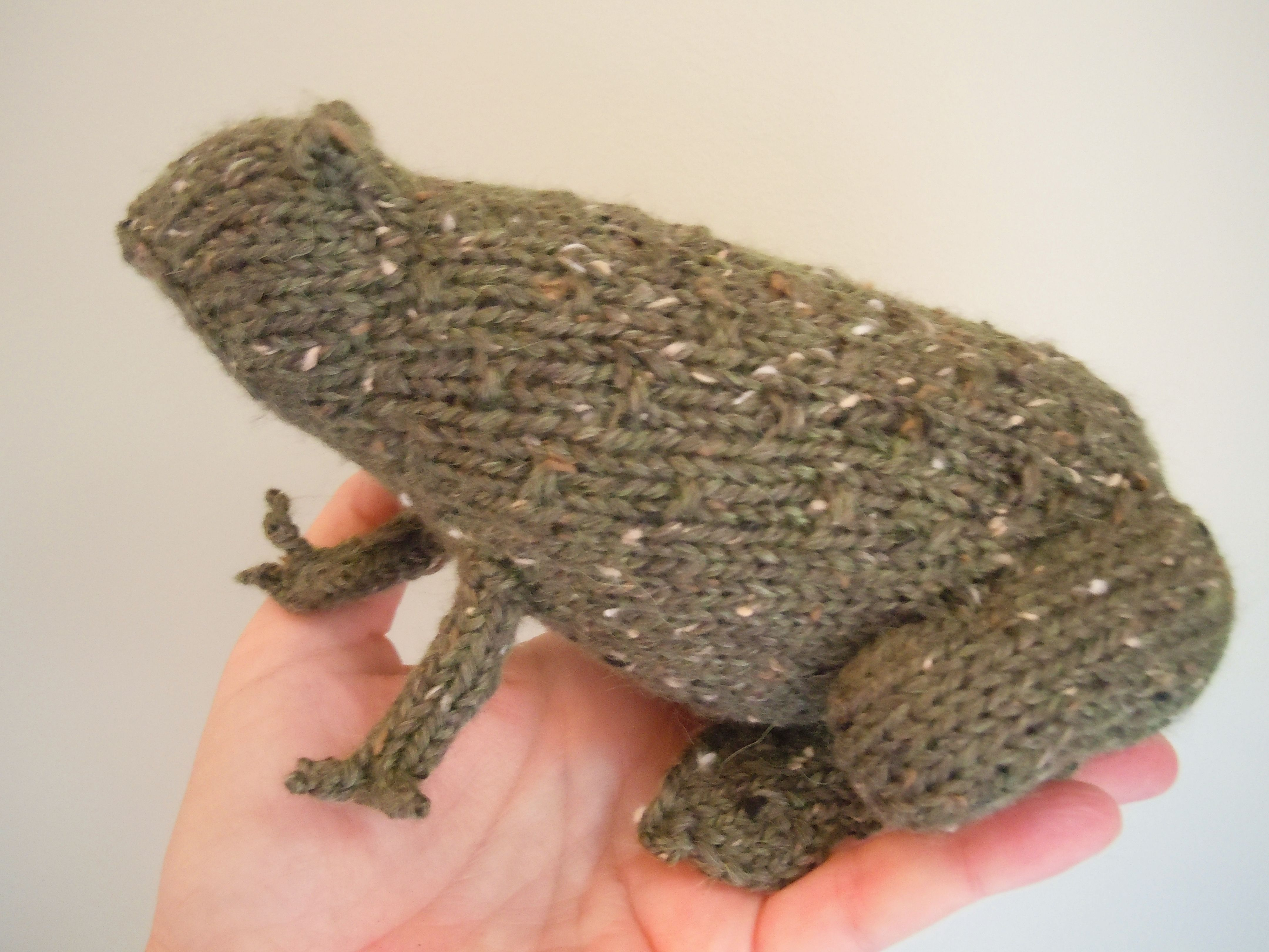 Tweed Toads Pattern - Knitting Patterns and Crochet Patterns from ...