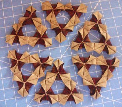 Pieceful Living: Origami Wreath Tutorial