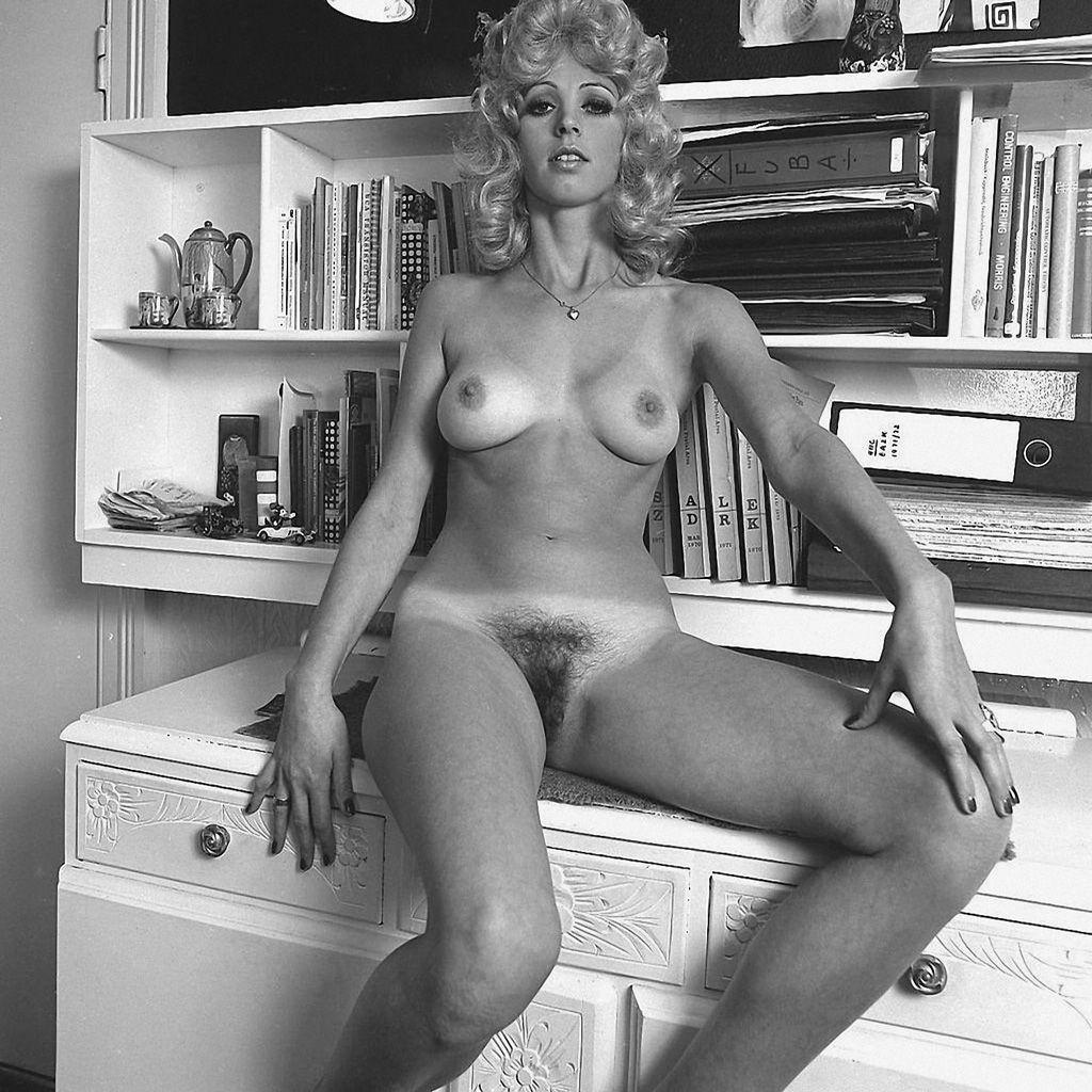 image associée | starlettes nues black & white 1950 1960 | pinterest