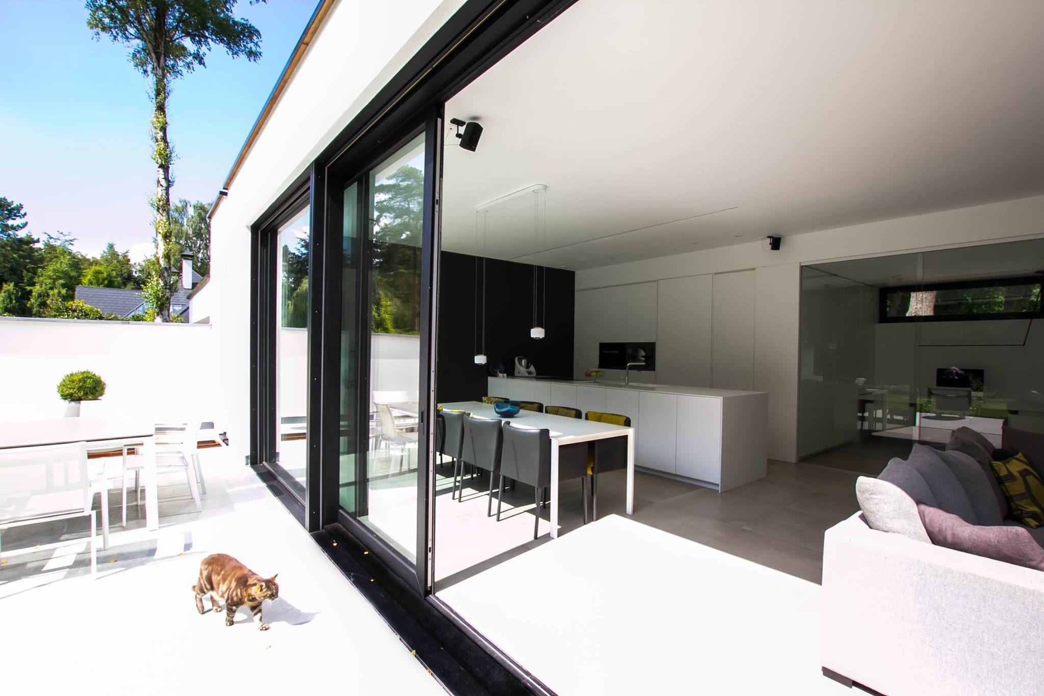 Moderne Open Keukens : Open interieur open keuken met keukeneiland tuin geïntegreerd in