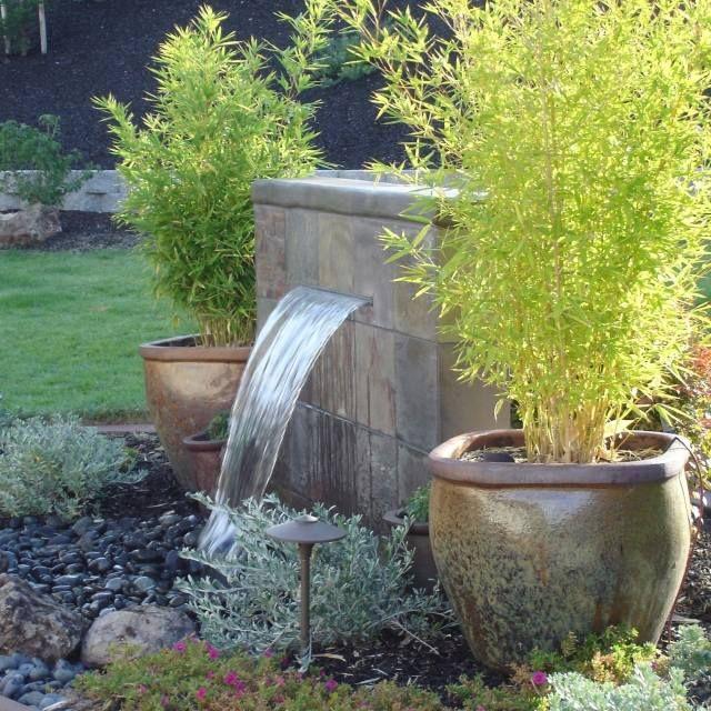 Garten steinmauer wasserfall  wasserfall garten pflanzen bambus antike kübel | Ideen | Pinterest ...