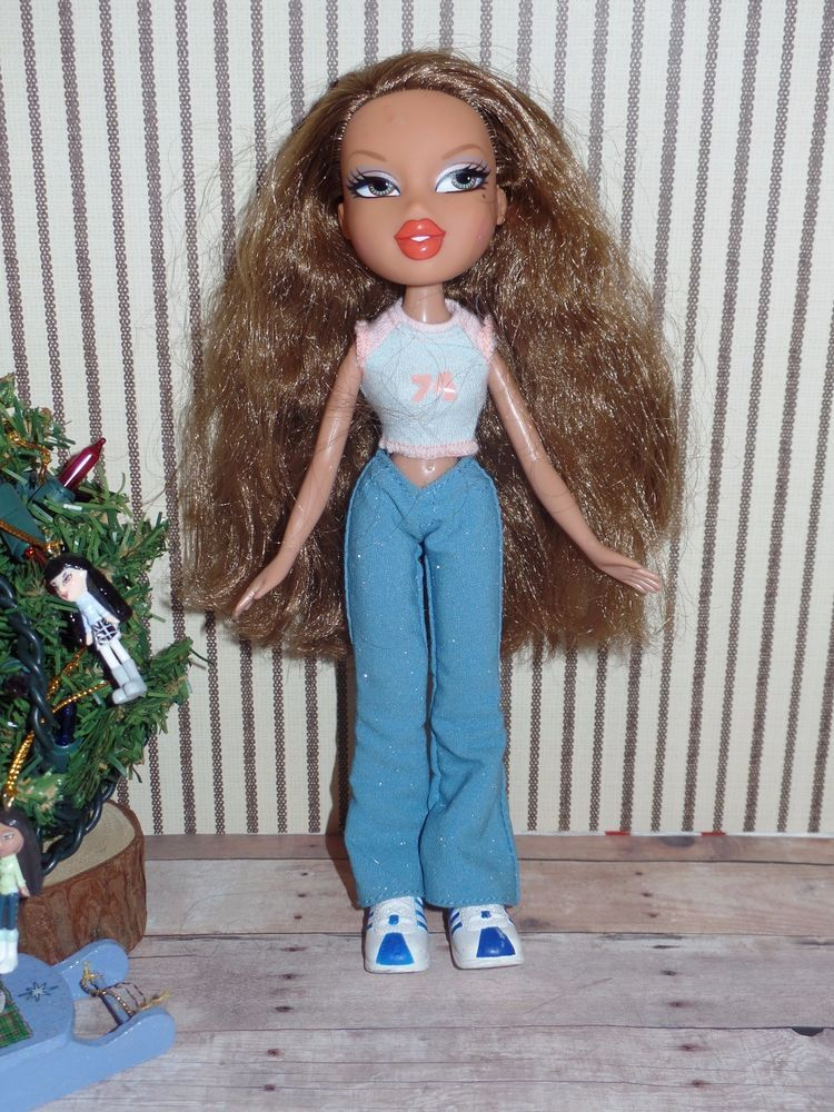 Bratz Doll With Clothes Shoes Blue Eyes Brown Hair 1 Pair Of