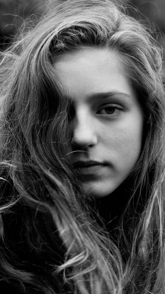 Singer Birdy's height, weight. Her source of inspiration
