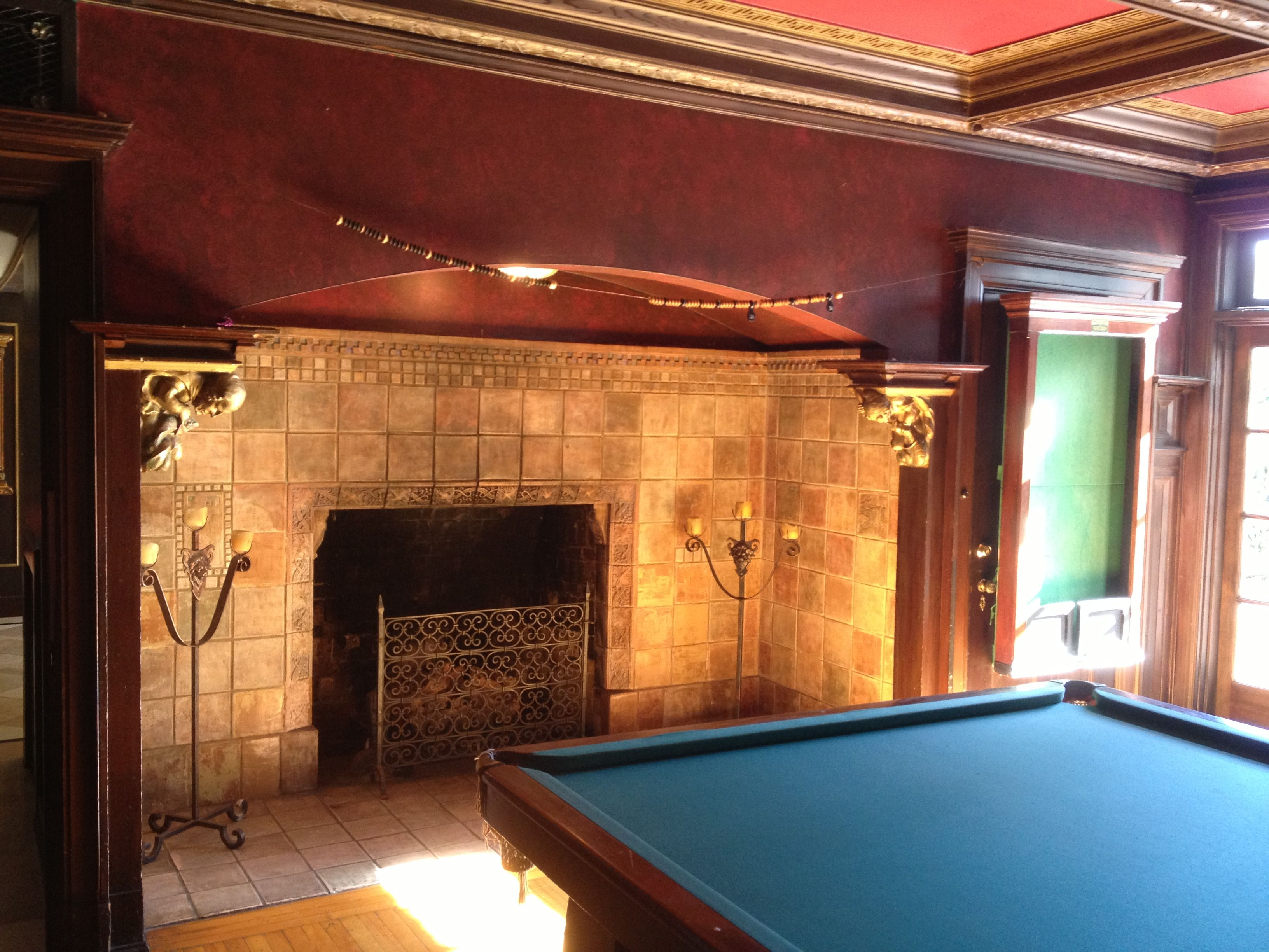 Inside the grand island mansion pool table room grand for Html table inside th