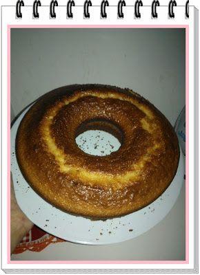 Mamãe na Cozinha- Bolo Rapido; Ingredientes: 1 mistura para bolo (qualquer sabor) -  3 ovos -  2 colheres de margarina -  1 copo de leite (250ml) -  Obs: voce pode usar o leite liquido se preferir ou em pó do jeito que usei, só diluir.      Modo preparo: Bata a mistura para bolo junto com os ovos, margarina e o leite, num liquidificador ou batedeira por 3 a 5min.