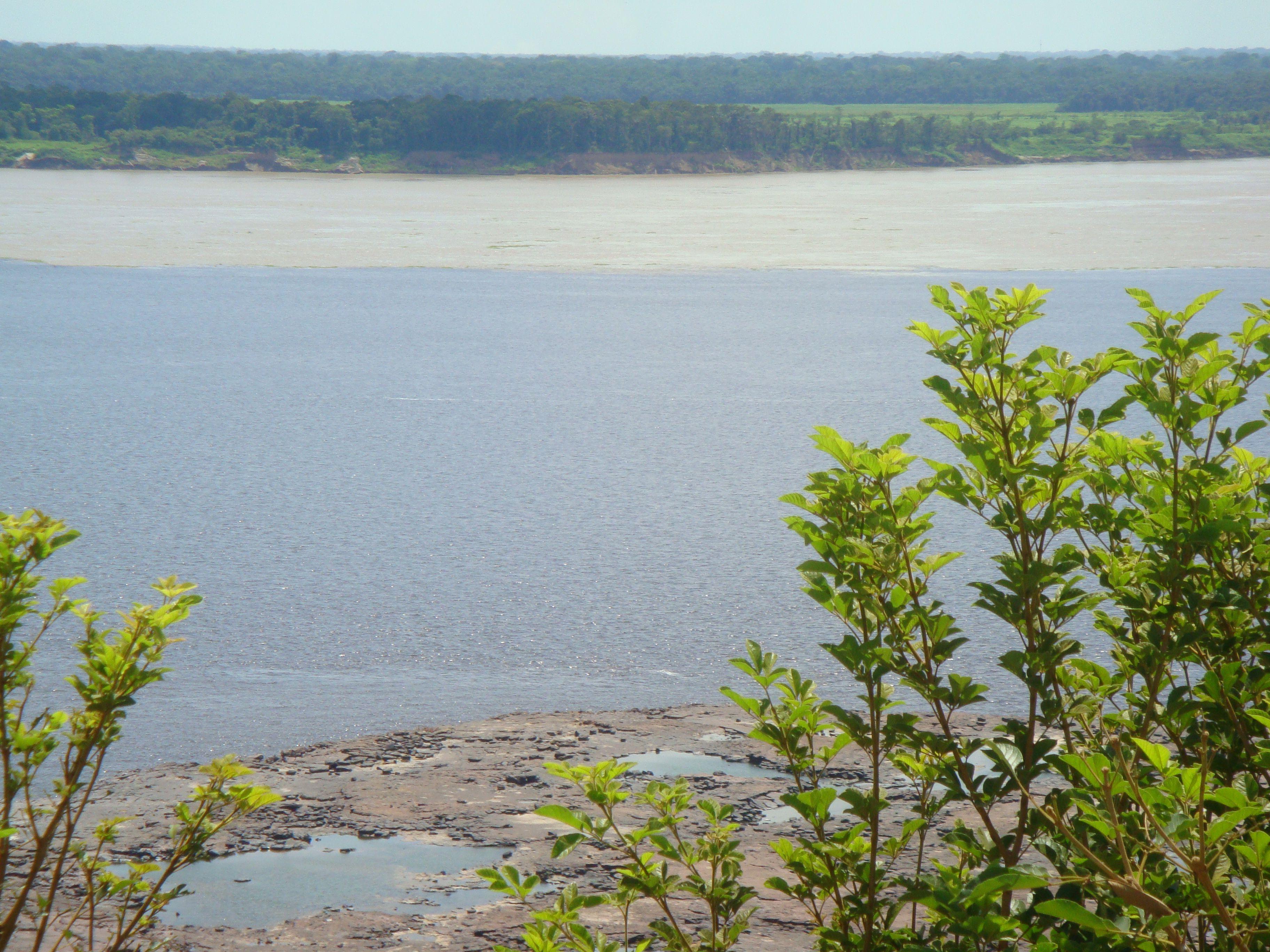 Encontro das águas Rio Negro e Rio Solimões- Manaus- Brasil