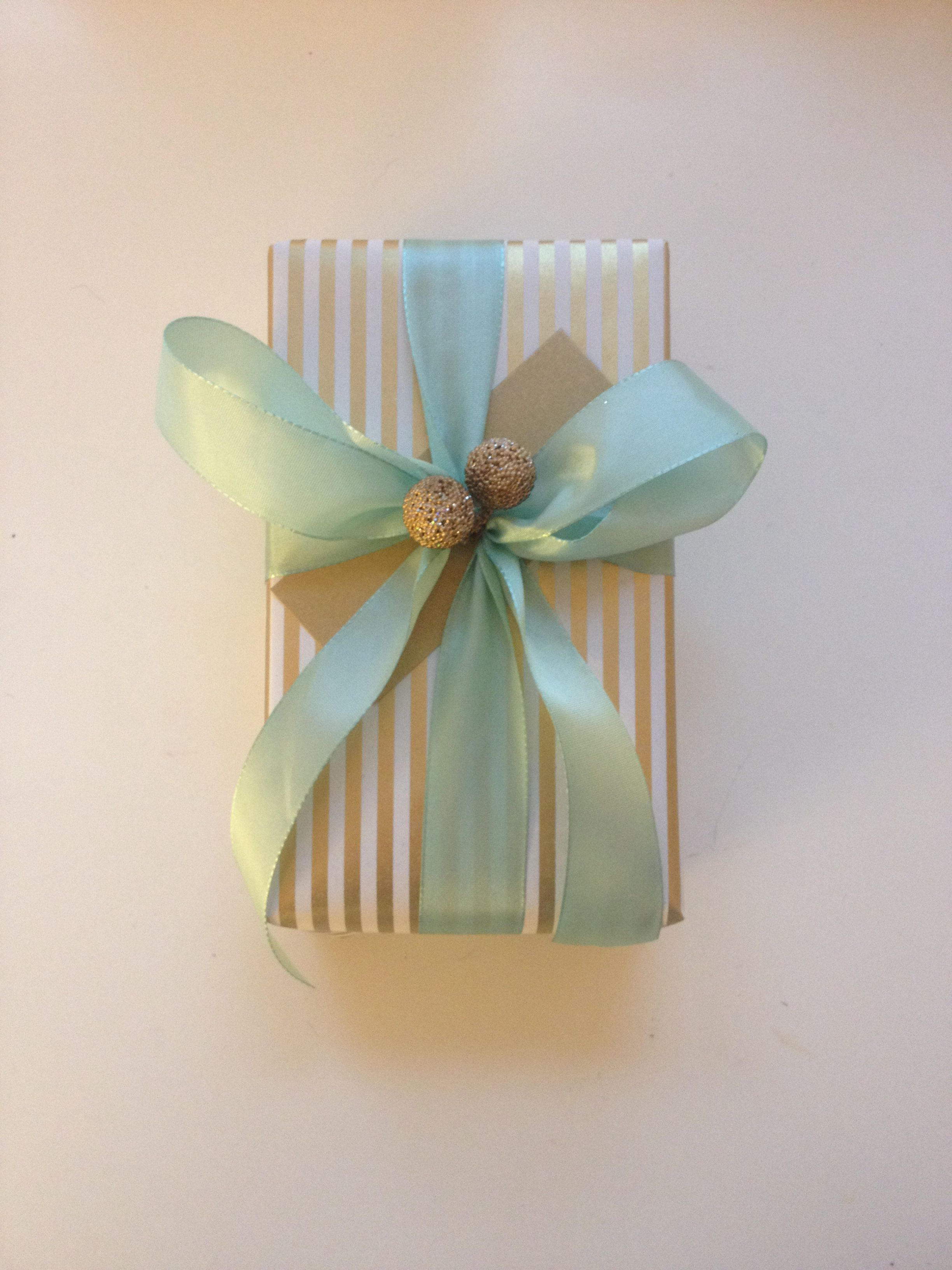Gift wrapping by Idnw