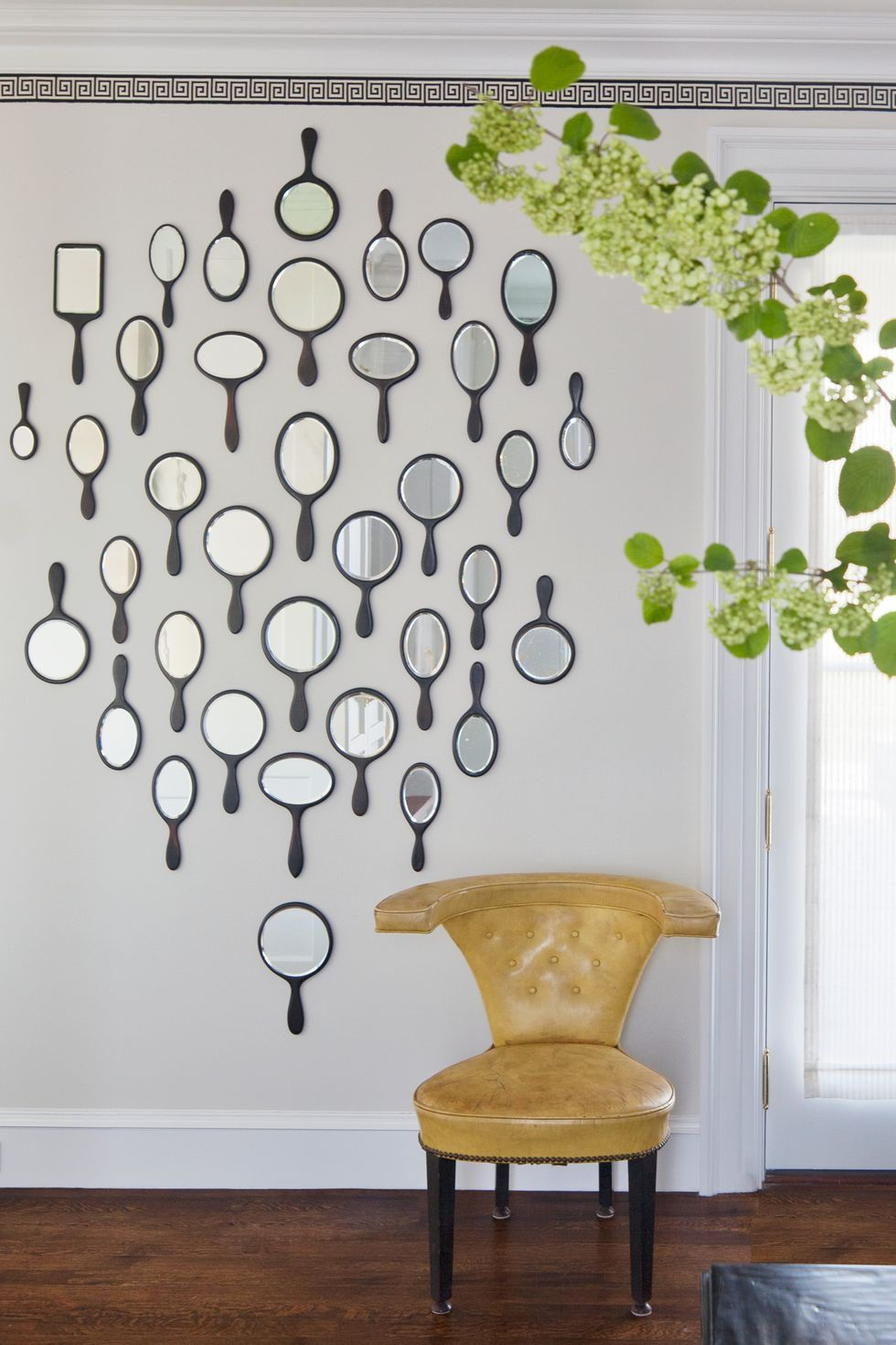17 Easy Diy Wall Decor Ideas Inspired By Interiors Designers In 2020 Diy Wall Decor Diy Wall Art Decor Simple Wall Decor