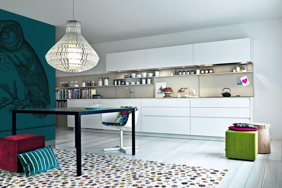 Une cuisine quip e pleine de fra cheur kitchen inspiration cuisine cuisine quip e und for Cuisine amenagee italienne