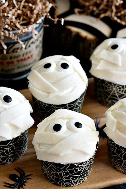 Serve These Spooktacular Halloween Cupcakes at This Year's Party #halloweencupcakes