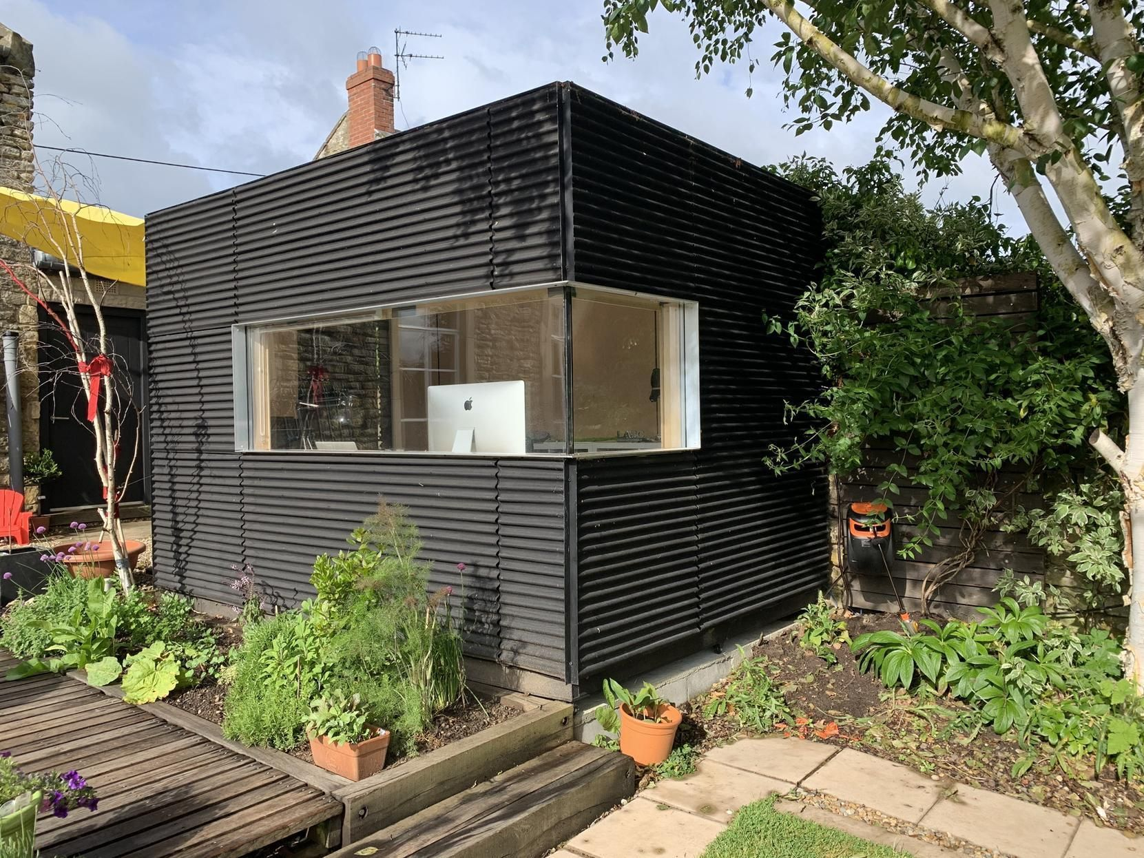 Fascinating Garden Office Designs Garden With Covered Seating Area 800 X 400 Exprimartdesign Com Garden Office Garden Cabins Garden Office Shed