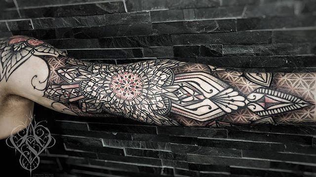 34d61a7302187 alessandro schirone - tattoo nero ink 2018#dotworktattoo #dotwork  #fullsleeve #tattooneroink #tattoozürich #tattooswitzerland #ornamental  #ornamentaltattoo ...
