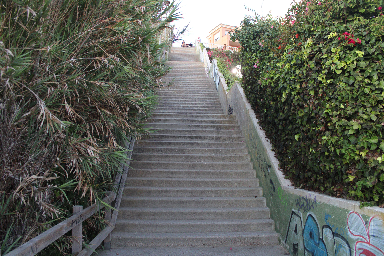 escalinata de entrada a la playa de fuentebravía en El Puerto de Santa María