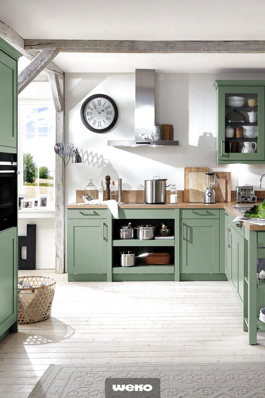 Schicke Landhausküche in Salbeigrün #kücheideeneinrichtung S in 17
