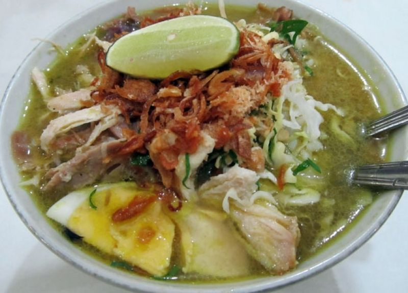 Resep Membuat Soto Ayam Kuah Bening I Resep Soto Bening Daging Ayam Spesial Paling Lezat Dan Seger Soto Ayam Recipe Cooking Cuisine Recipes