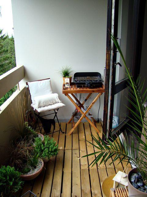 Un pequeño balcón en casa, si sabemos sacarle partido y hacerlo acogedor, puede convertirse en un rincón perfecto para tomar un poco el aire, leer un libro o disfrutar de unas bonitas vistas (si es el