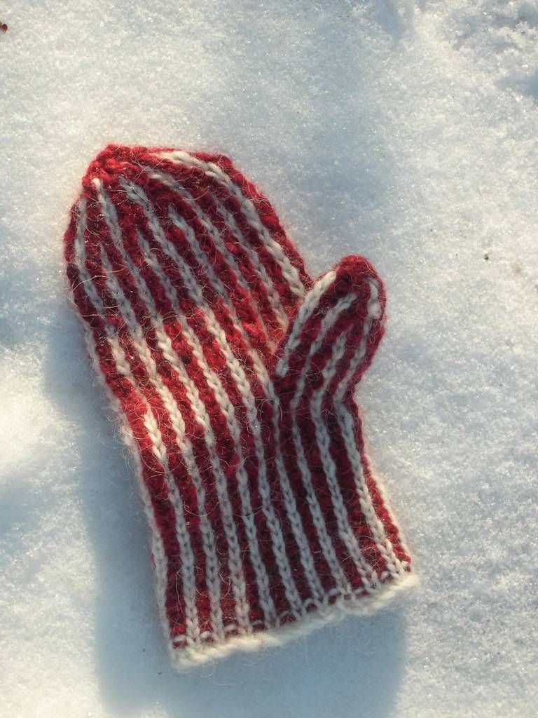 The Hole Inside Mitts | Mittens pattern, Knitting designs ...