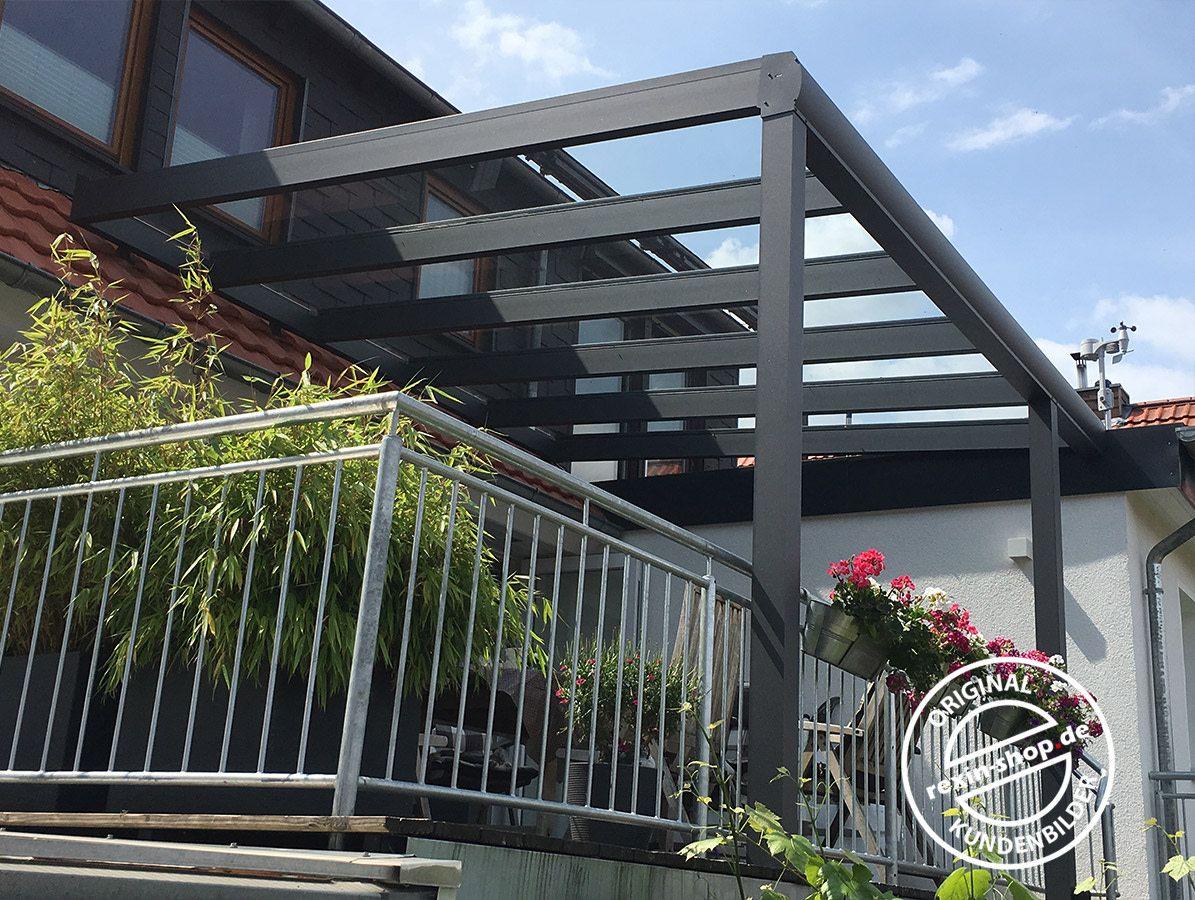 Ein Alu Terrassendach Der Marke Rexopremium Vsg 4m X 3 5m In Anthrazit Hier Direkt Am Hausdach Befest Uberdachung Terrasse Terrassendach Terrassenuberdachung