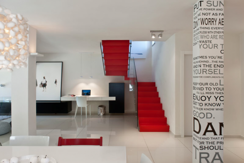 Black-and-White-and-Red House – Israel By M2 Architects - http://www.decorismo.com/home-design/black-and-white-and-red-house-israel-by-m2-architects/