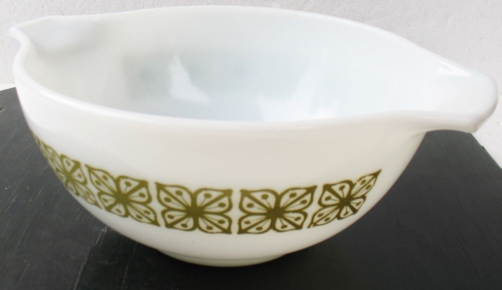 VTG PYREX DUTCH CLOVER Flower Olive Green White Glass Cinderella Mixing Bowl #pyrex