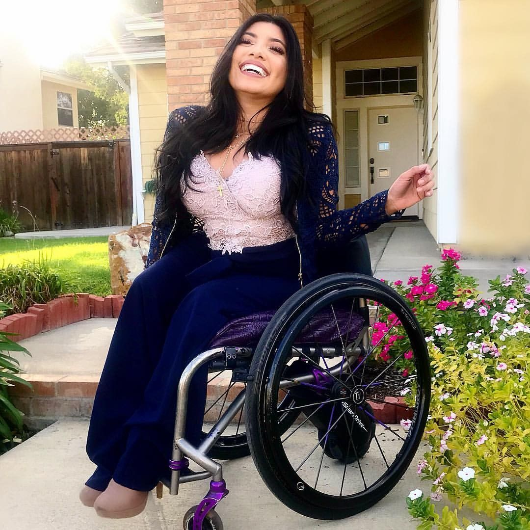 Pin By Charles Staley On Inspiracoes De Fotos Amputee Model Wheelchair Fashion Disabled Fashion