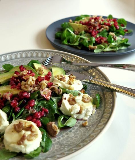 Photo of Avocado Goat Cheese Salad with Pomegranate – Low Carb | Twinfit