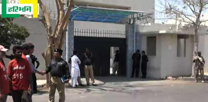 मुंबइया हिंदी में खबर: कोरट में सटकेला मामू का मूड, कर डाला बोम बोम http://www.haribhoomi.com/news/world/pakistan/anti-terrorism-court-bombed-karachi/39960.html