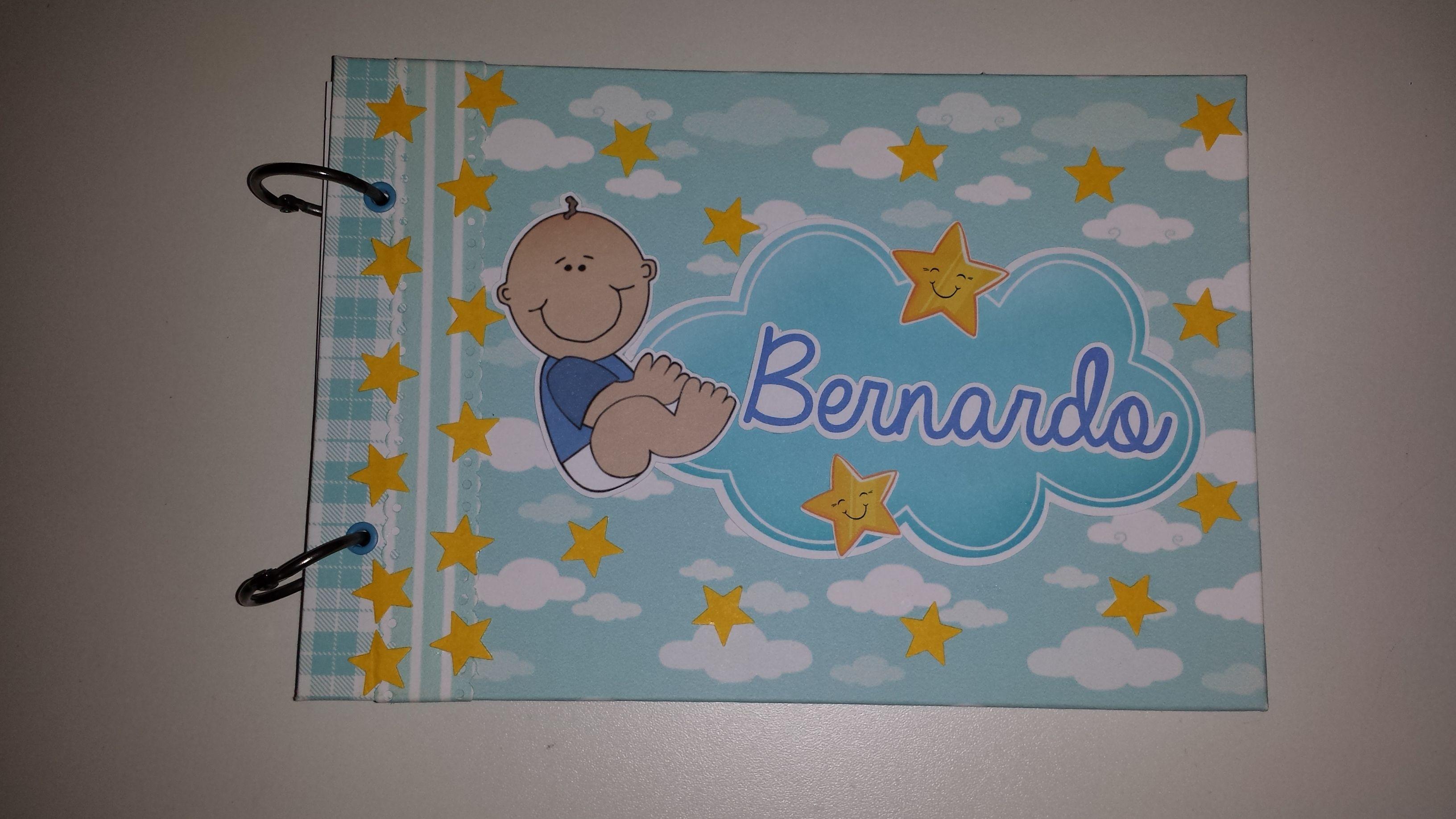 Álbum do Bernardo! Tamanho A5 Contém 12 folhas coloridas (1 para cada mês do 1º aninho de vida) e várias Tag's para a mamãe colar de acordo com as fotos.