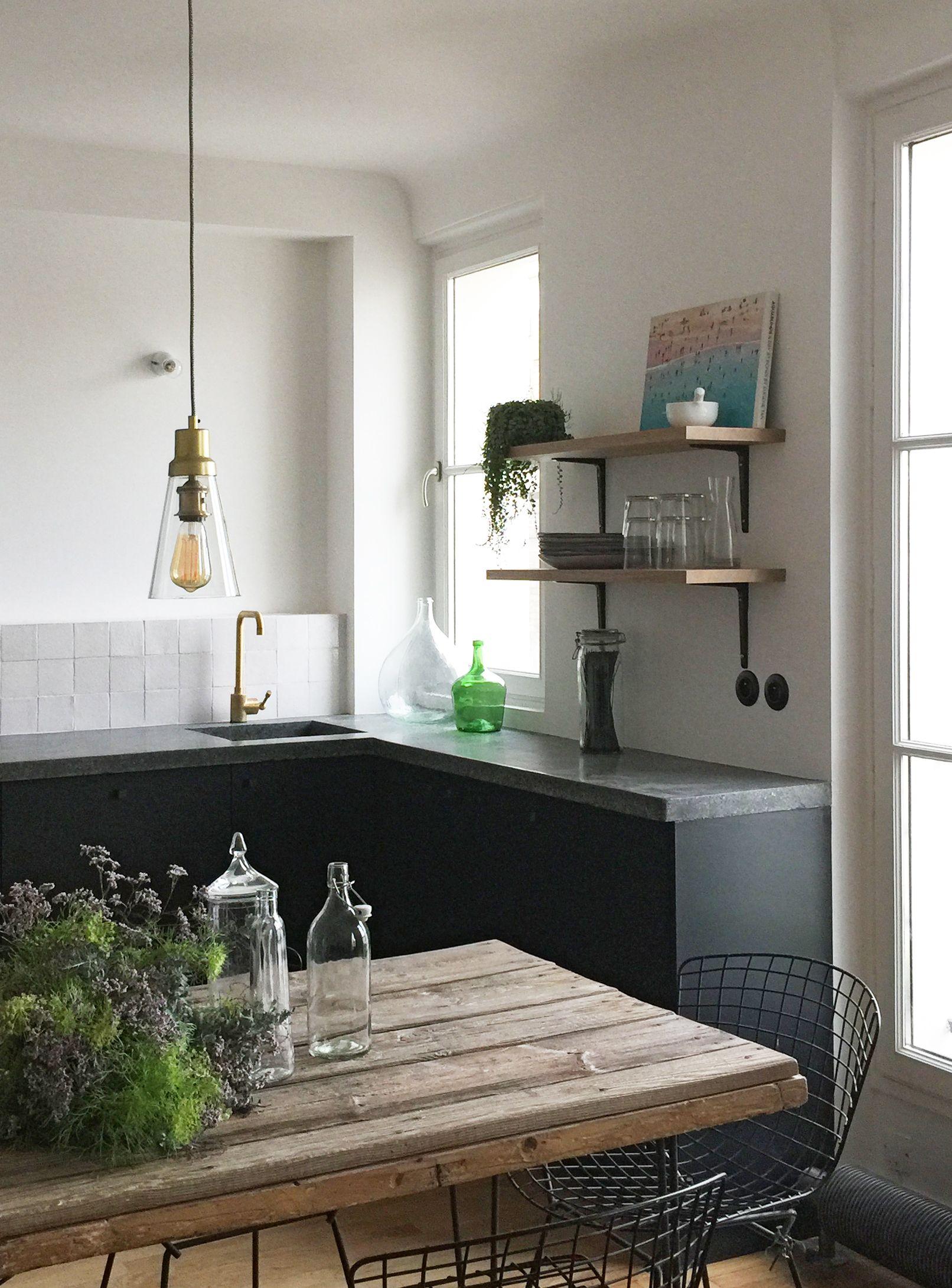 cuisine noire black kitchen bertoai plan de travail counter top terrazzo mitigeur laiton brass. Black Bedroom Furniture Sets. Home Design Ideas