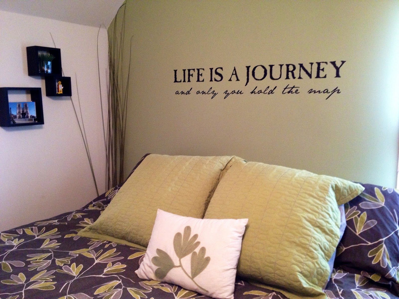 Appealing Travel Bedroom Ideas With Inspiring Olive Green Wall