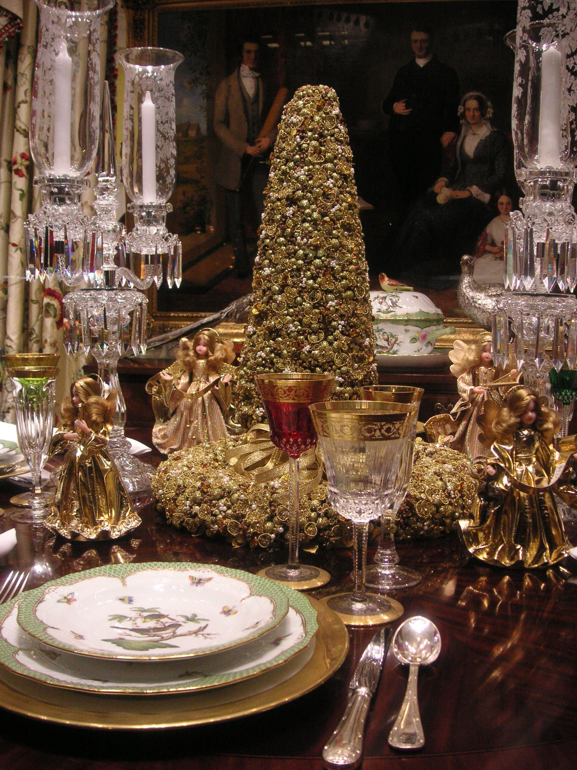 Christmas table setting with Herend \ Rothschild\  Bird pattern with elegant green ... & Christmas table setting with Herend \