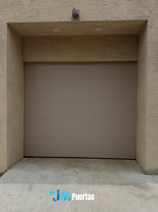 Puerta Seccional Con Panel Importado Puertas Modernas Puertas De Garaje Estilo De Puerta Portones Modernos