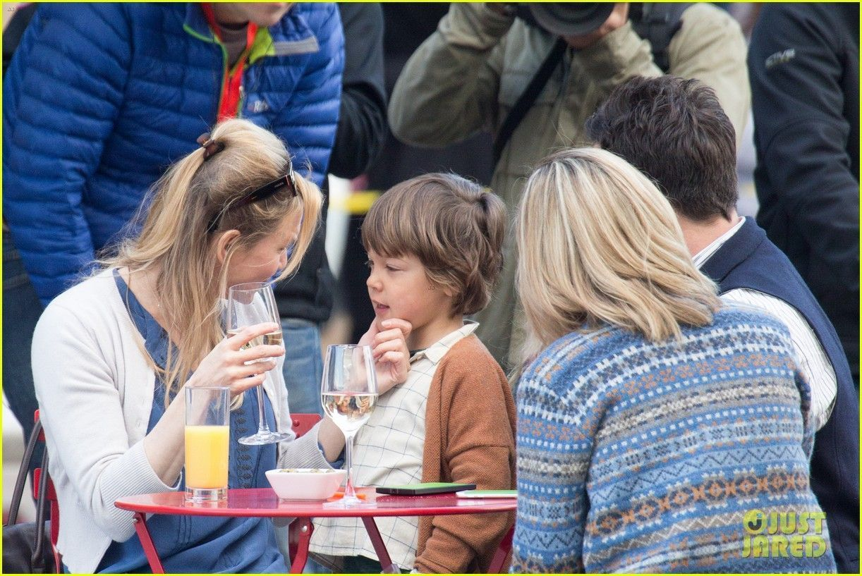 Renee Zellweger Filming 'Bridget Jones's Baby' in London, England Friday afternoon (October 9, 2015) #bridgetjonesdiaryandbaby Renee Zellweger Filming 'Bridget Jones's Baby' in London, England Friday afternoon (October 9, 2015) #bridgetjonesdiaryandbaby Renee Zellweger Filming 'Bridget Jones's Baby' in London, England Friday afternoon (October 9, 2015) #bridgetjonesdiaryandbaby Renee Zellweger Filming 'Bridget Jones's Baby' in London, England Friday afternoon (October 9, 2015) #bridgetjonesdiaryandbaby
