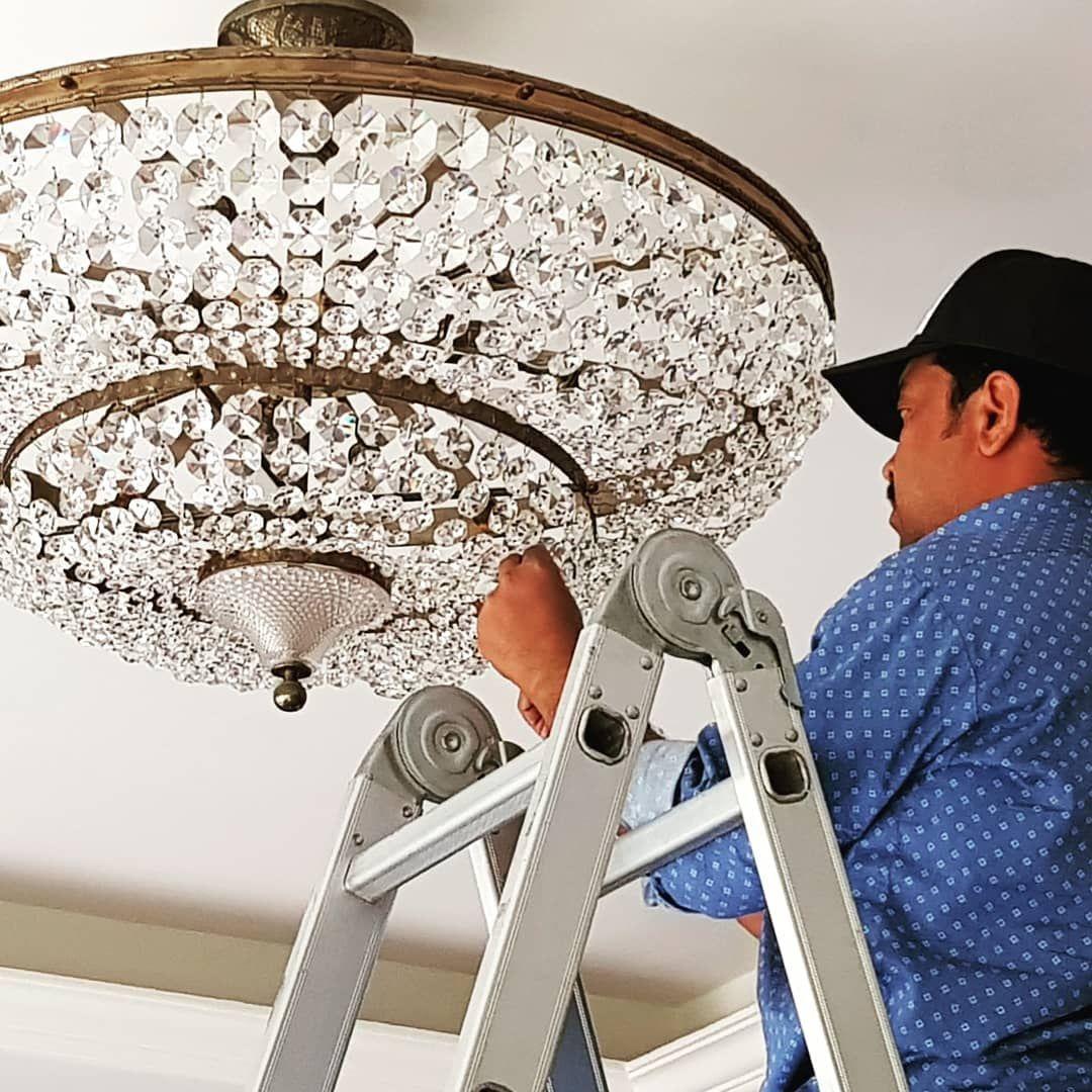 اعمال الصيانة تلميع الثرية الكريستال لأحد فلل العملاء في منطقة الجابرية للاستفسار اتصل على الرقم 99059808 اختصاصنا تنظيف تلميع صيانة Ceiling Lights Decor Light