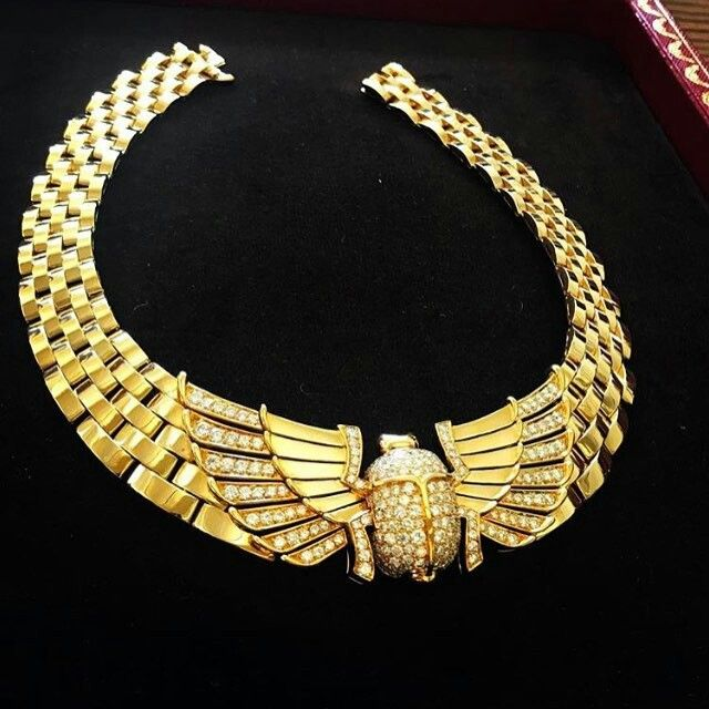 @marionfasel. Find out who stylist @cristinaehrlich put in this incredible #vintage #Cartier necklace for the #METgala