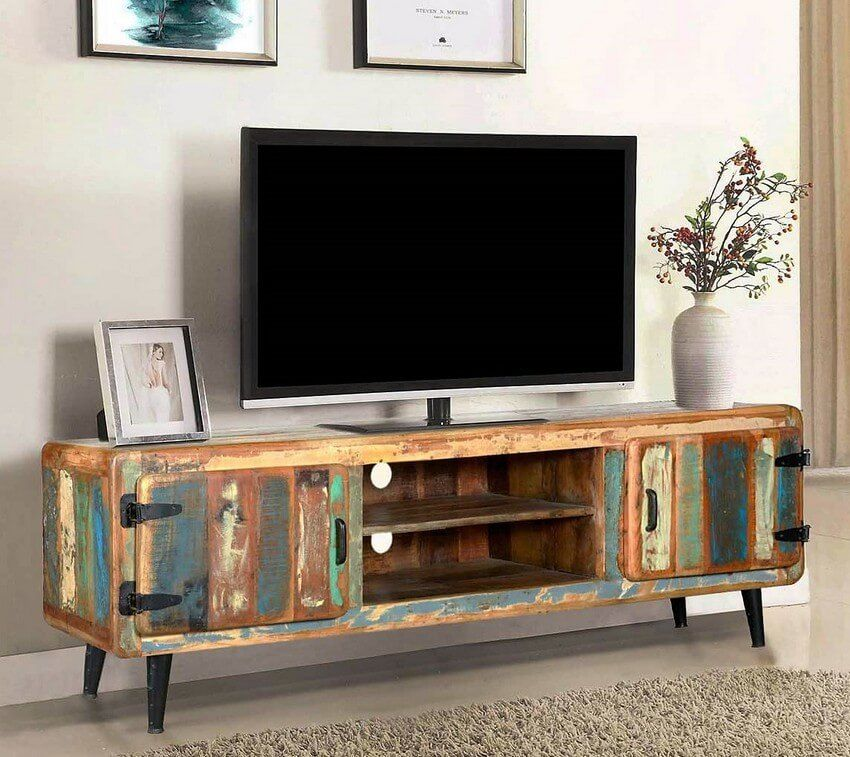 Love This Old Steamer Trunk Tv Stand It Even Has Openings In The Front Wires And Subtle Entryways For Everything El Retro Tv Stand Retro Vintage Retro Fashion