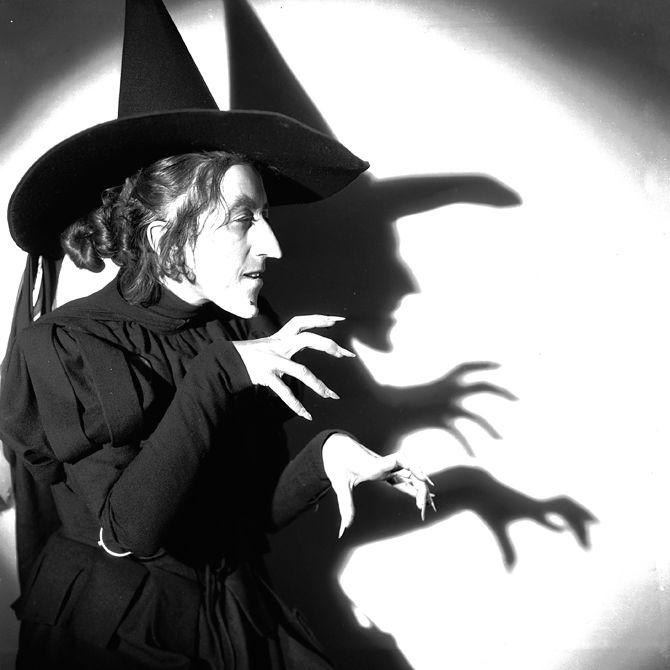 Why Do Witches Wear Pointy Hats Mago De Oz Bruja Mala Del Oeste Peliculas De Terror