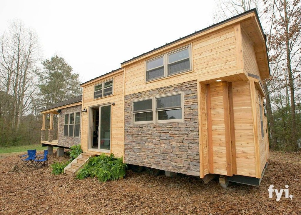 The Outside Of This 400 Sq Ft Cabin Is Cute But Seeing The Inside I M In Awe Tiny House Nation Tiny House Movement Tiny House