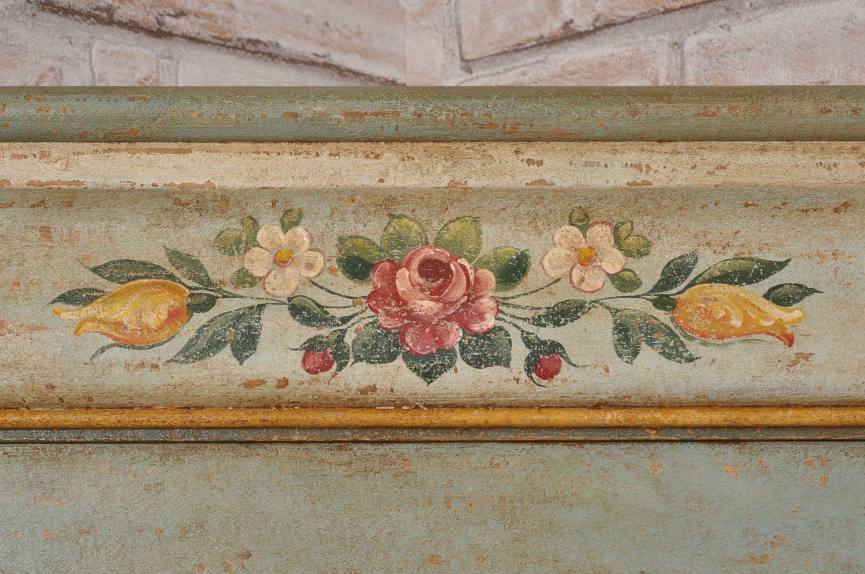 Sedie tirolesi ~ Angolare ad una anta decorato tirolese e dipinto con tempere a