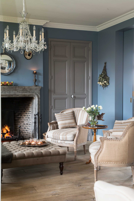 woonkamers blauw kroonluchter  landelijk interieur in