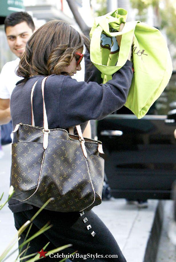Ashley Tisdale has my bag!  eeee2cf72bf75
