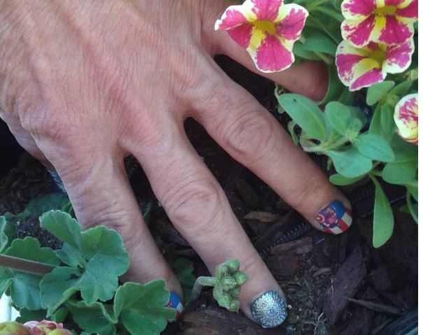 Jamberry wraps are not just for sitting pretty!  They are durable and hold up to gardening, housework, and every day life! What's your persoNAILity?