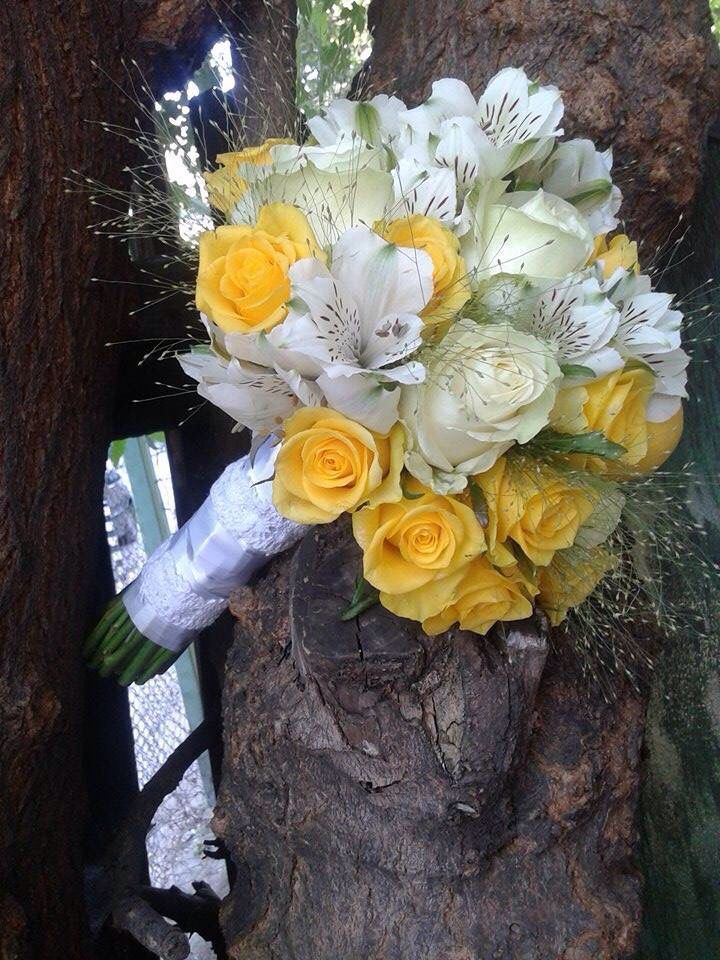 Yellow and white bouquet