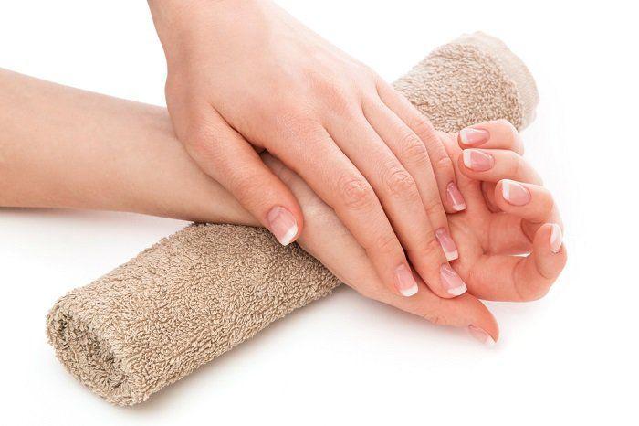 Cómo utilizar bicarbonato de sodio para los hongos de uñas de las manos y pies.