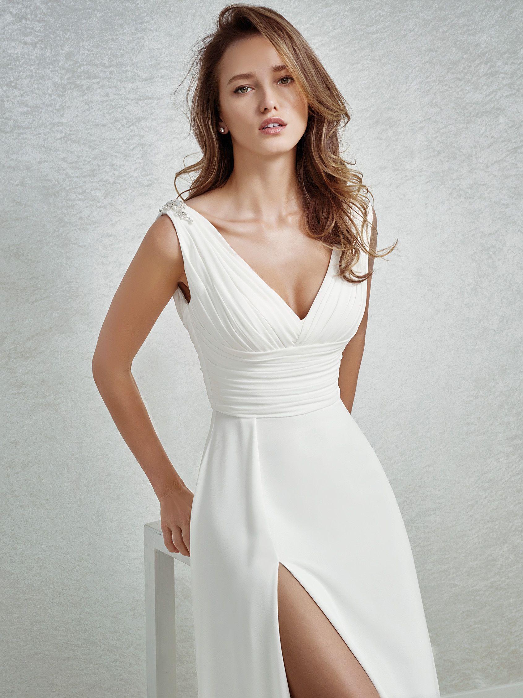 Brautkleid mit Schmucksteinbesatz | Wedding | Pinterest | Wedding ...