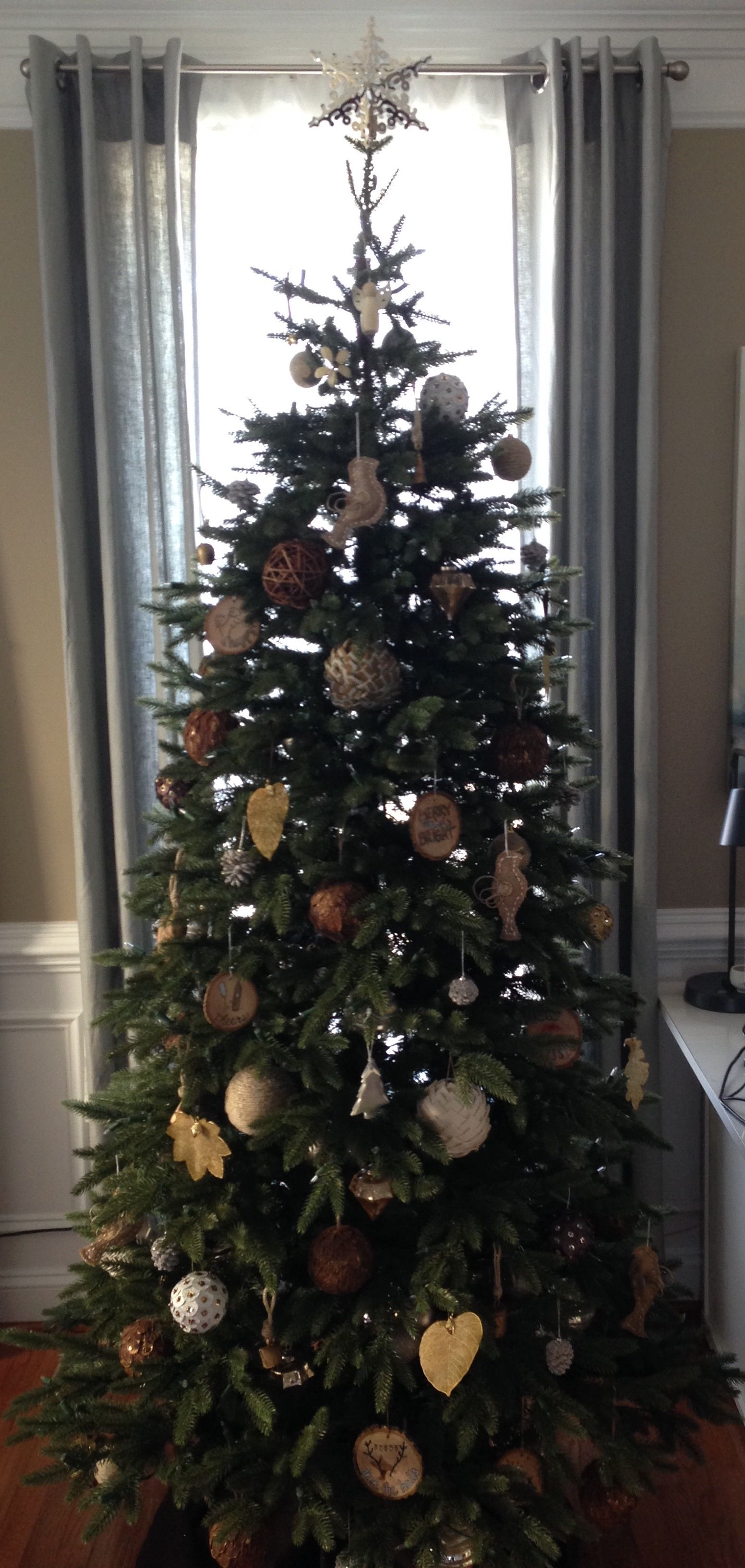 Silver Gold And Nature Themed Balsam Hill Stratford Spruce Tree 7 5 High Narrow 49 Wide Clear Lights