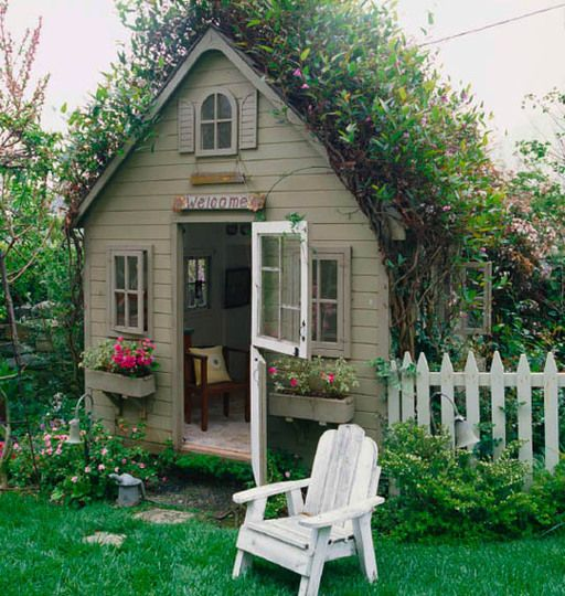I have always wanted a playhouse..... I love all things whimsical