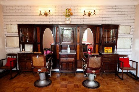 Clasicismo dirty chic y unas gotas de humor Barbera  Home is where the heart is   Salon furniture Salon styling chairs y Barber shop chairs
