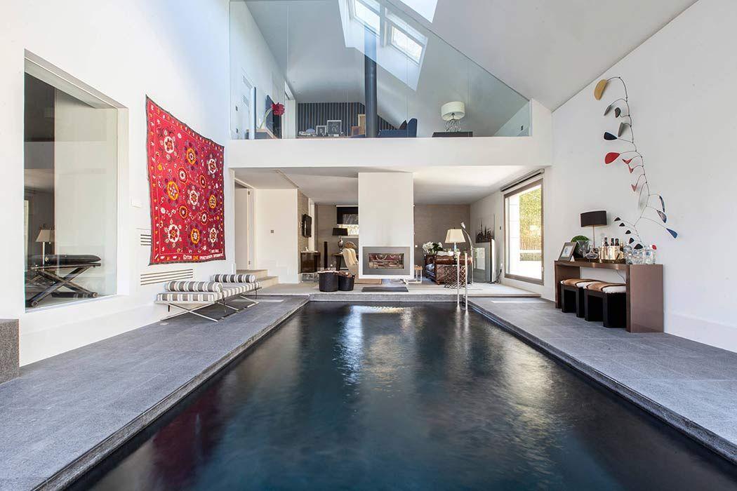 Maison de luxe avec piscine intérieure et extérieure | Piscines ...