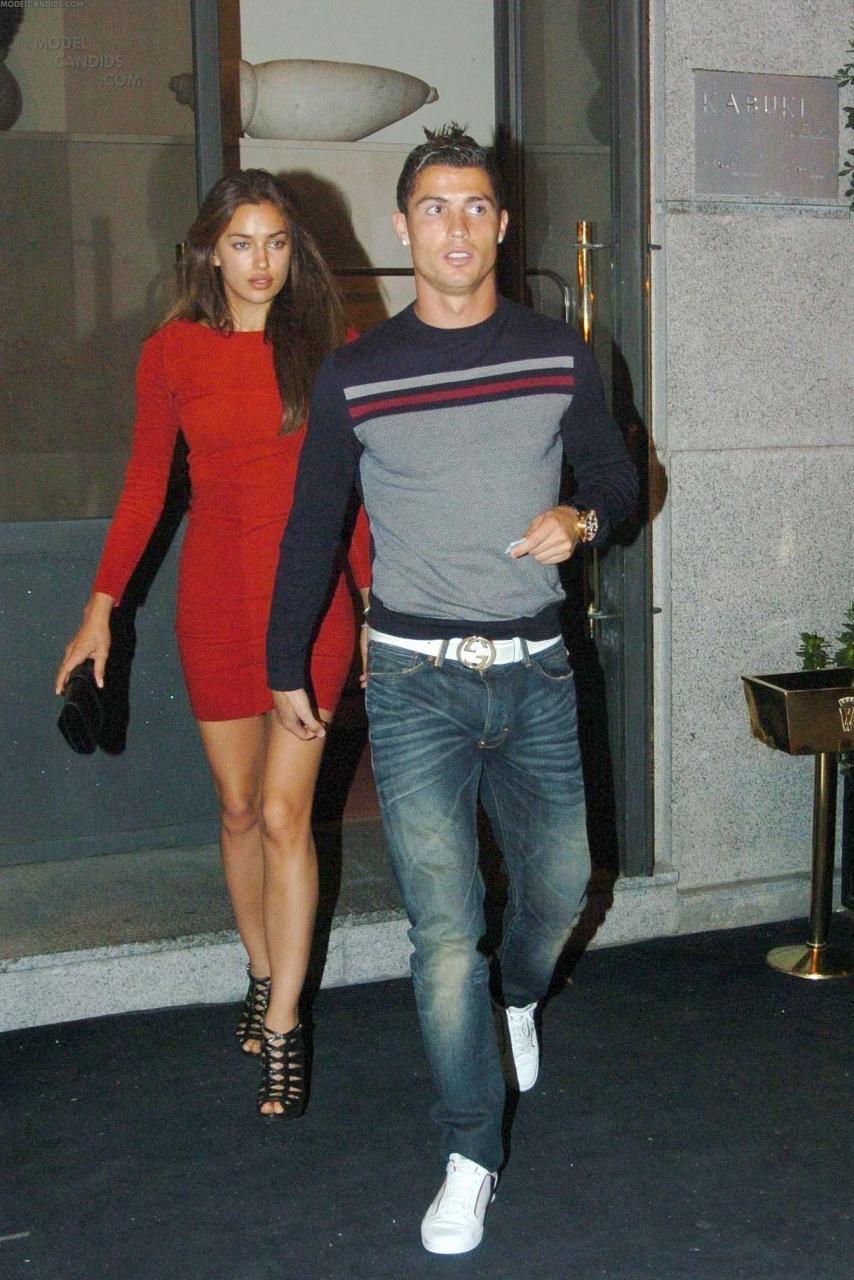 b17423dc278 Irina Shayk wearing Hermes Medor Clutch